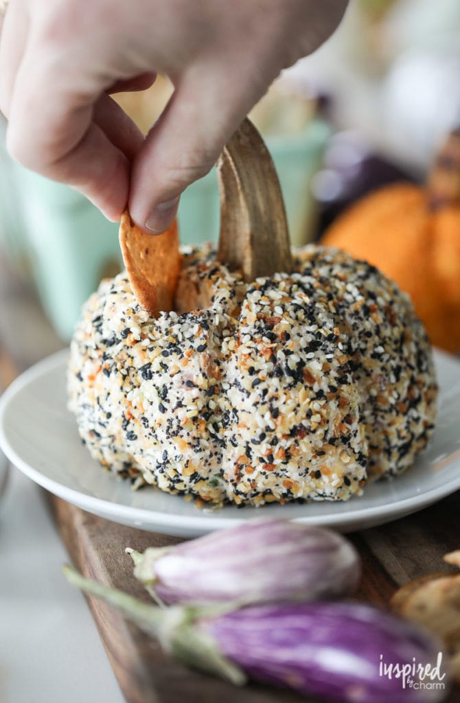 Everything Bagel Cheeseball Recipe - plus more delicious and easy dip recipes!
