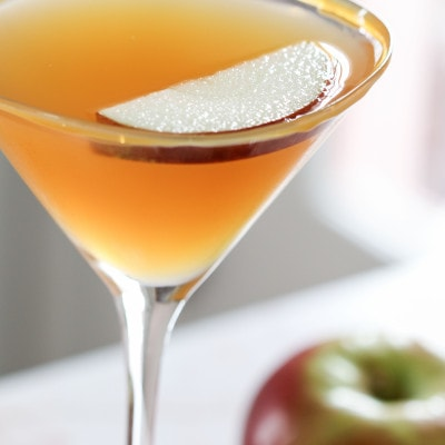 Caramel Apple Cider Martini Recipe #fall #cocktail #martini #apple #caramel