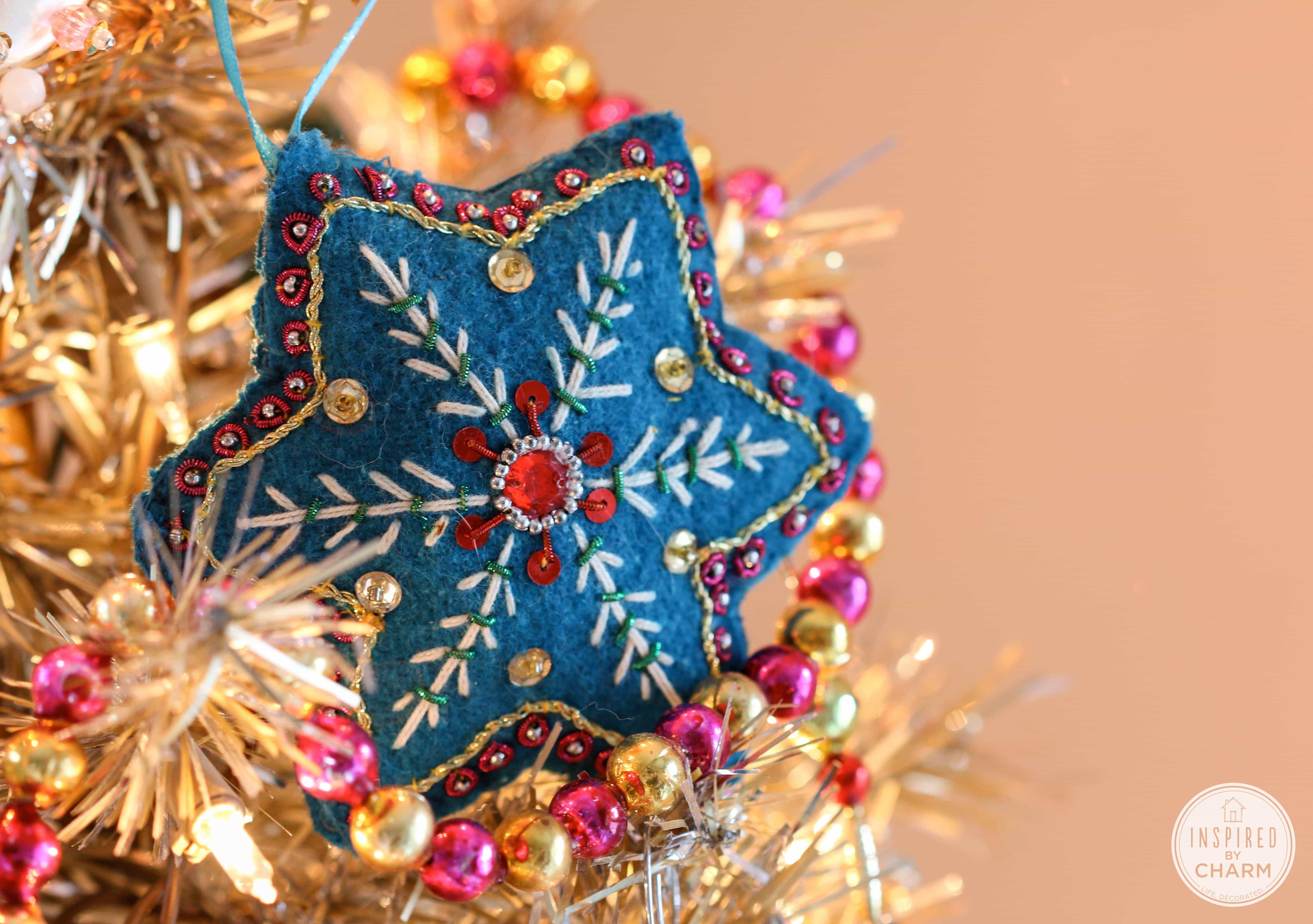 Rockin\' Around the Vintage Christmas Tree