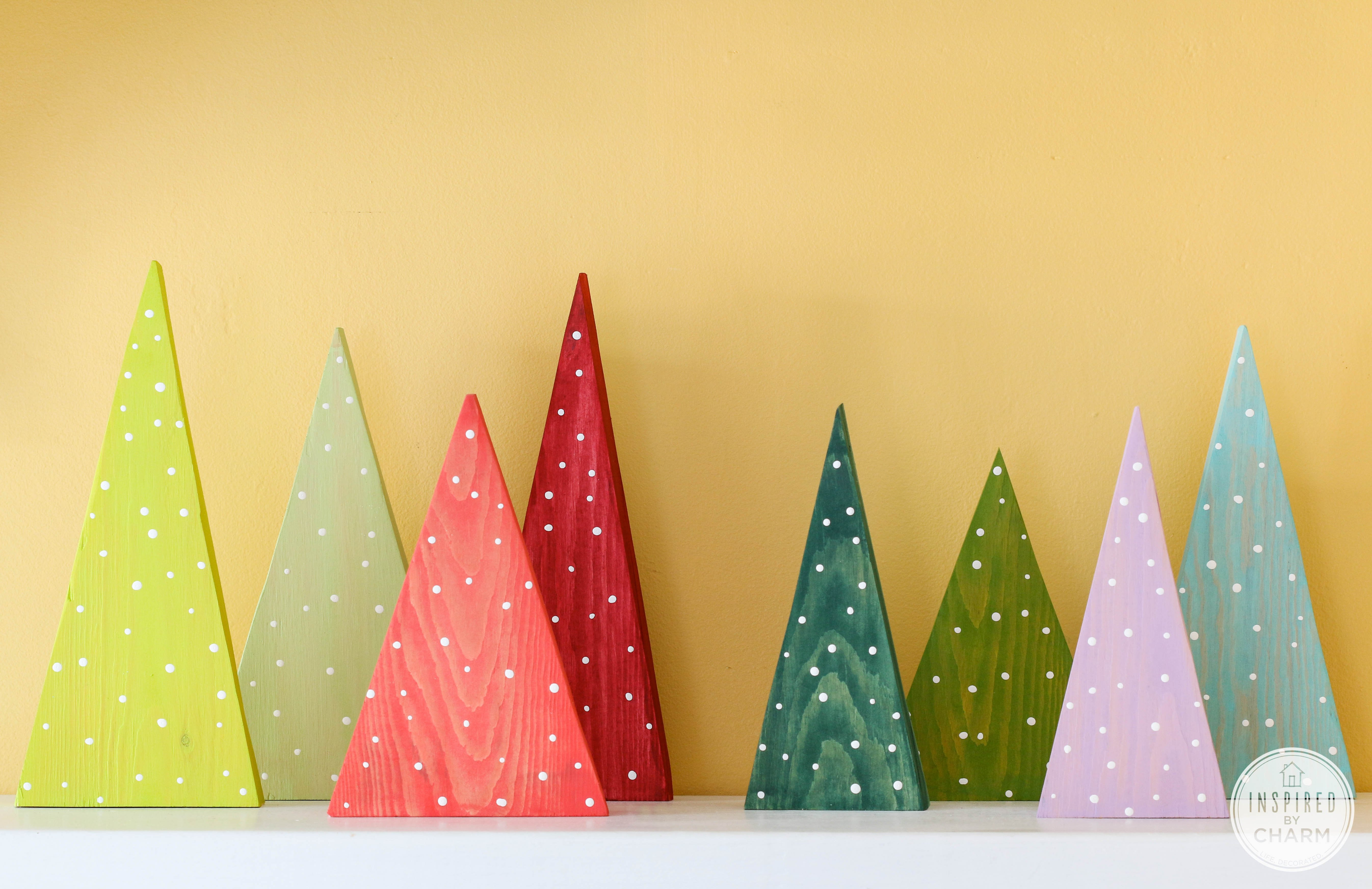 DIY Wood Paint Christmas Trees #christmas #craft #holiday #decor & 100+ Creative Christmas Ideas Recipes Crafts and more!