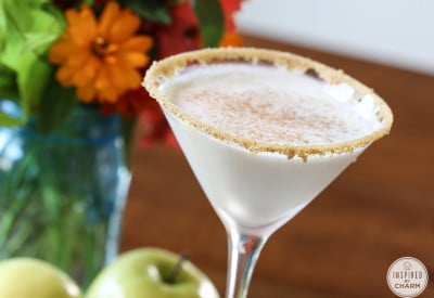 Caramel Apple Pie Martini - Fall Cocktail Recipe #apple #pie #caramel #fall #cocktail #recipe