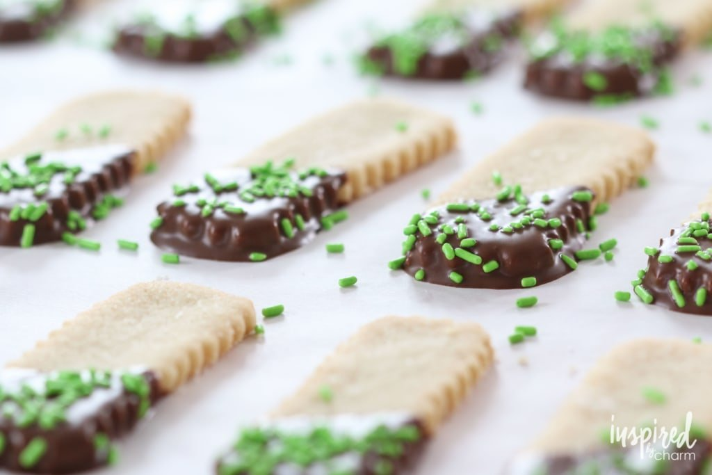 mint and chocolate shortbread cookies