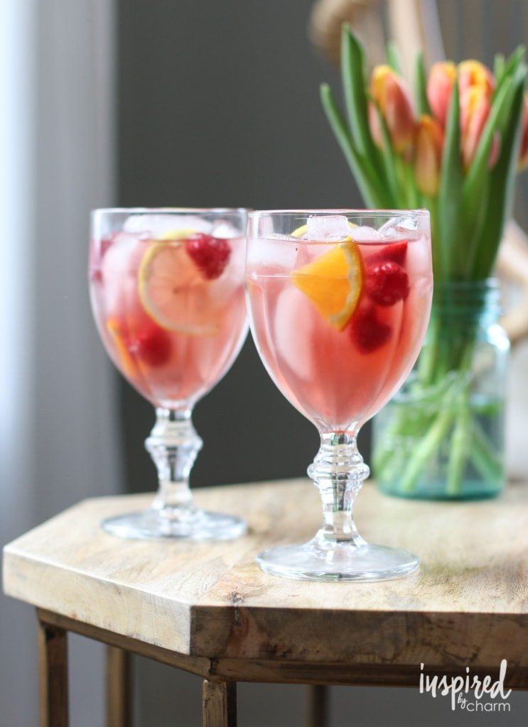 Sangria Rosé - Spring and Summer Cocktail Recipe #sangria #recipe #cocktail #spring