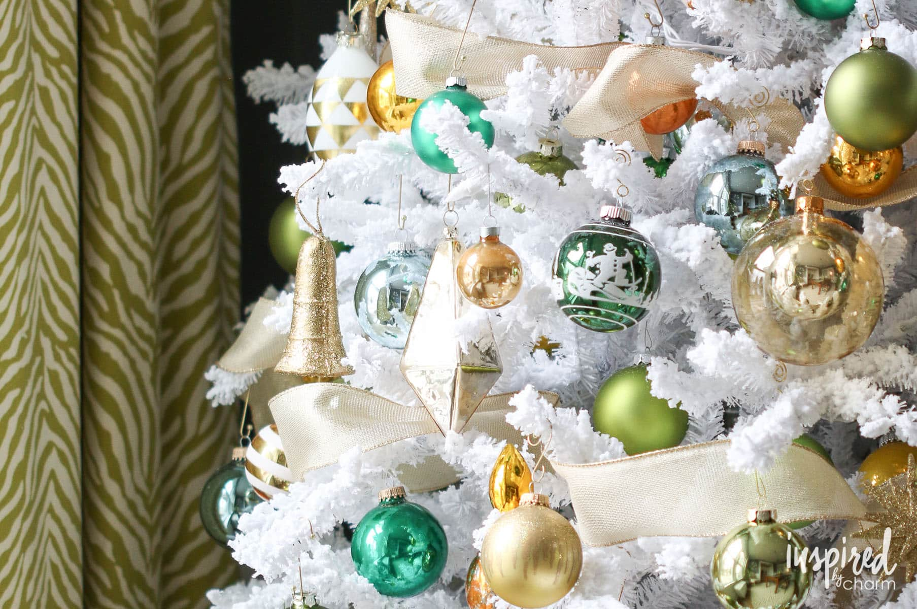 Gold and Green Christmas Tree , decorating a Christmas tree