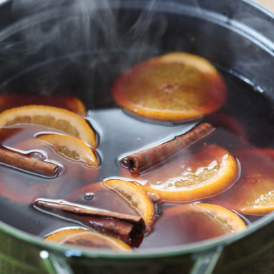 Mulled Wine - winter holiday Christmas cocktail recipe #christmas #holiday #mulled #wine #cocktail #recipe