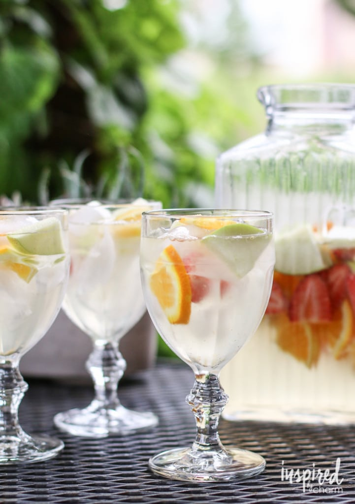 White Wine Sangria Recipe #summer #recipe #sangria #cocktail #whitesangria