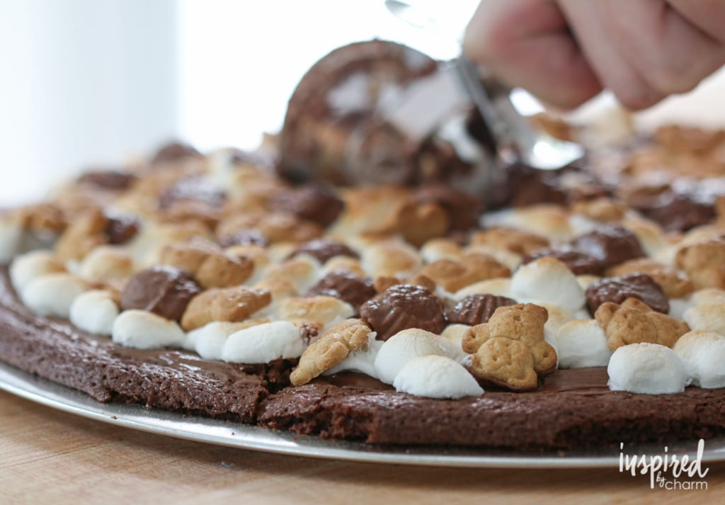 Nutella S'more Brownie Pizza | inspiredbycharm.com