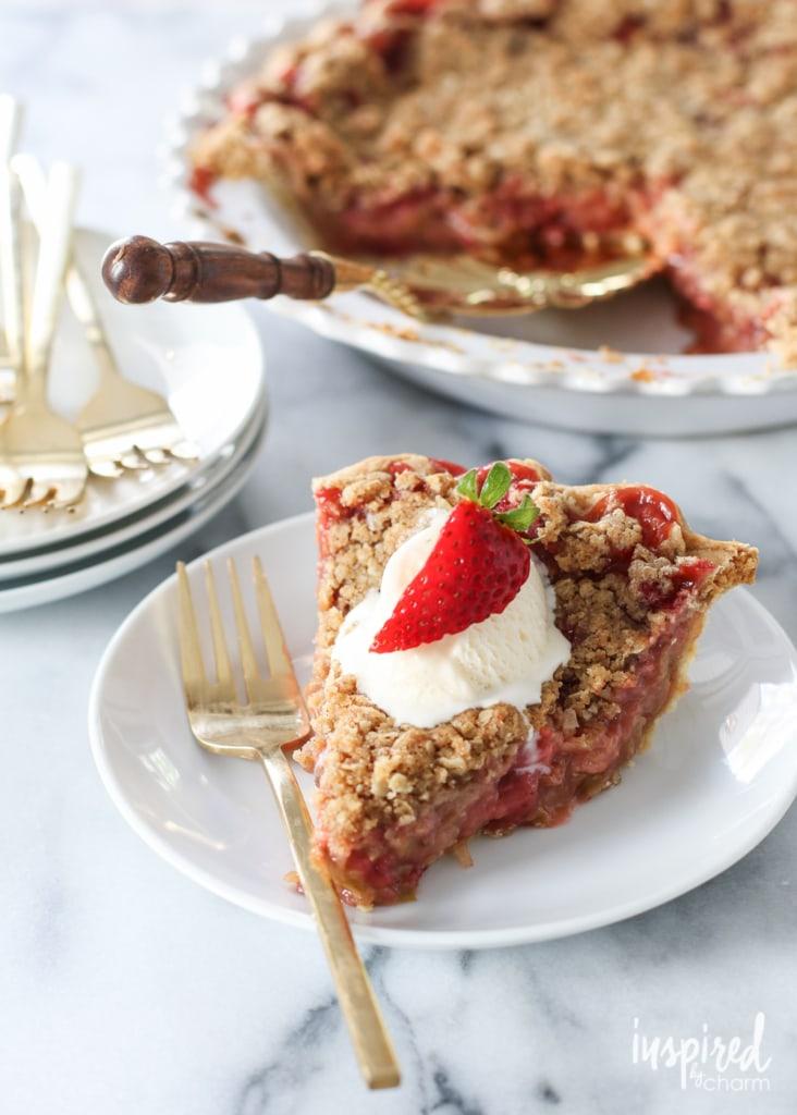 Strawberry Rhubarb Crumble Pie | #rhubarb #strawberry #pie #dessert #recipe
