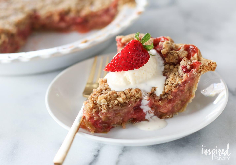 Strawberry Rhubarb Crumble Pie | inspiredbycharm.com