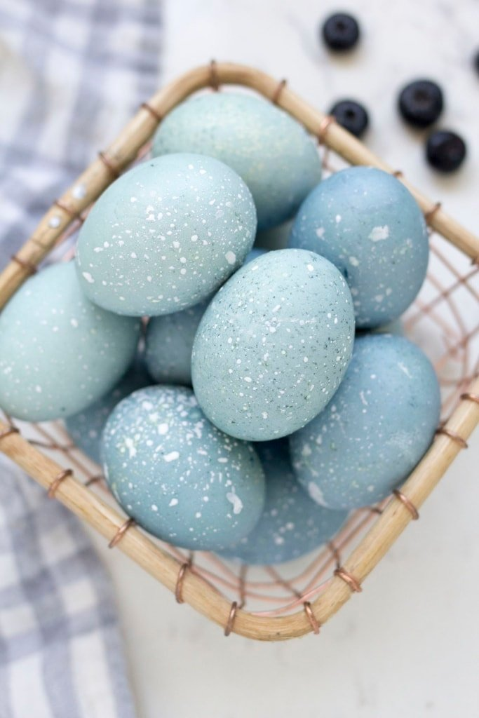 How to Dye Easter Eggs with Blueberries - Delicious and Beautiful Easter Recipes and Decor Ideas