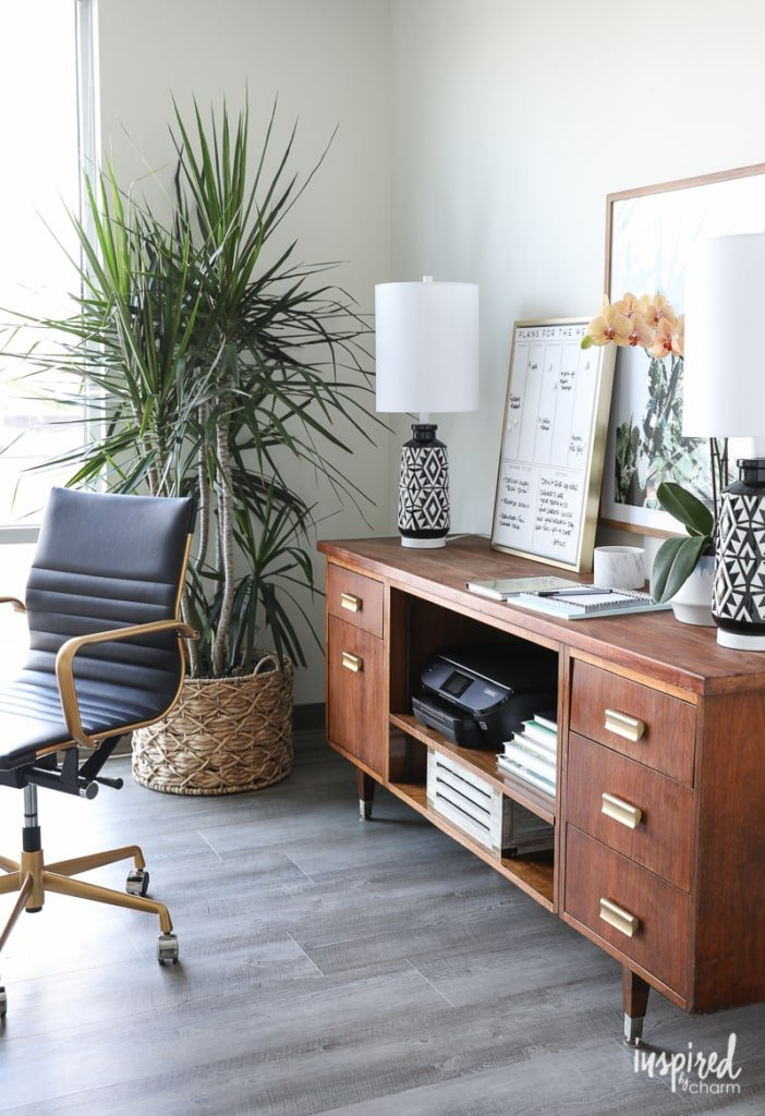 Tips and ideas for Decorating a Home Office | Inspired by Charm