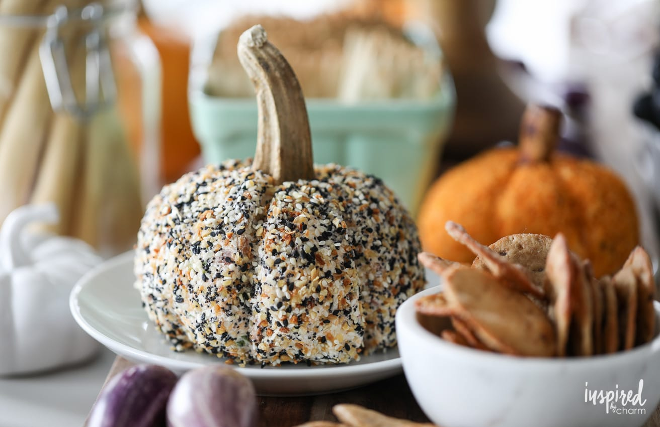 Everything Bagel Cheeseball recipe for Fall #appetizer #recipe #cheeseball #appetizer #fall