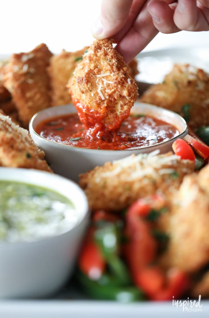 Fried Ravioli with Marinara Sauce #christmas #appetizer #recipe #holiday #ravioli #fried
