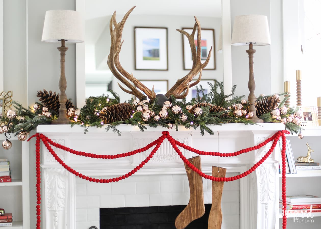 Creative Christmas Mantle Decor Ideas - Christmas decorating ...