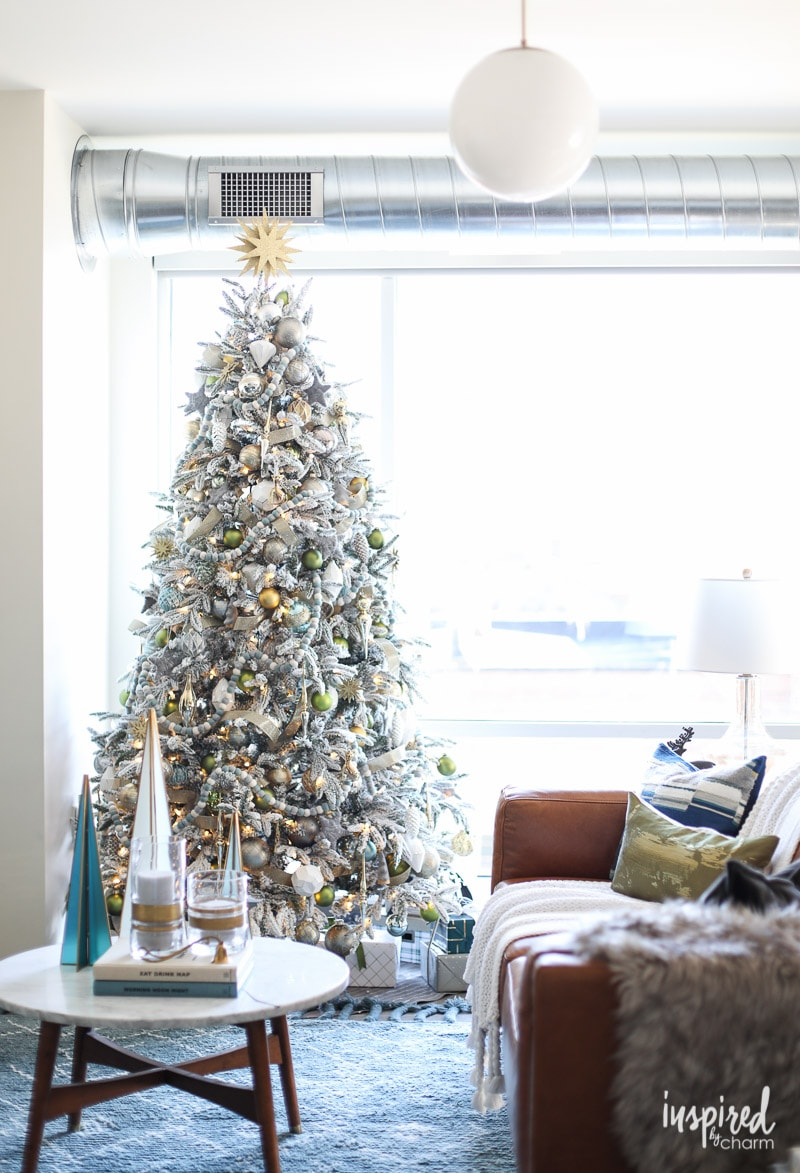 Modern Christmas Living Room Decorating Ideas