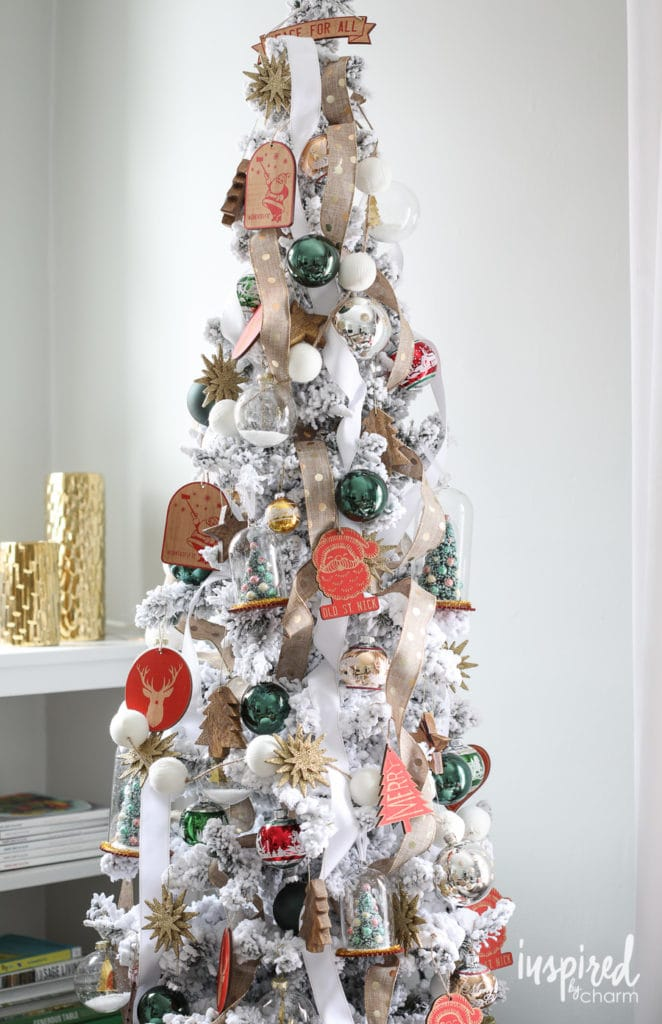 How to Decorate a Flocked Christmas Tree