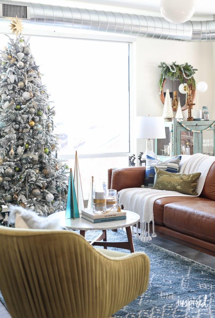 Modern Christmas Living Room Decorating Ideas