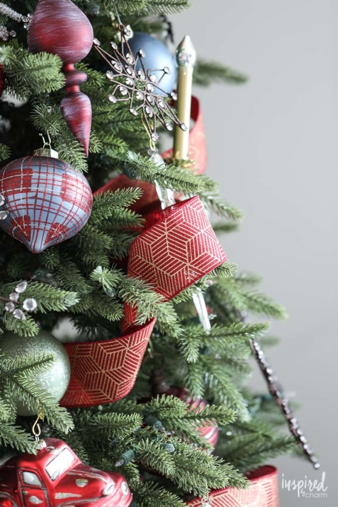How to Add Ribbon to your Christmas Tree #ribbon #christmas #tree #decor #decorating #tree