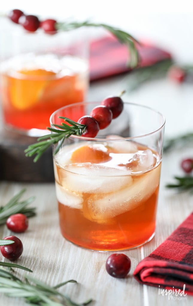 Cranberry Old Fashioned - 10 Christmas Cocktail recipes #cranberry #oldfashioned #cocktail #recipe #christmas #holiday