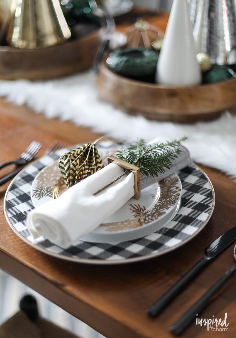 Modern Black and Metallic Christmas Table Setting Ideas