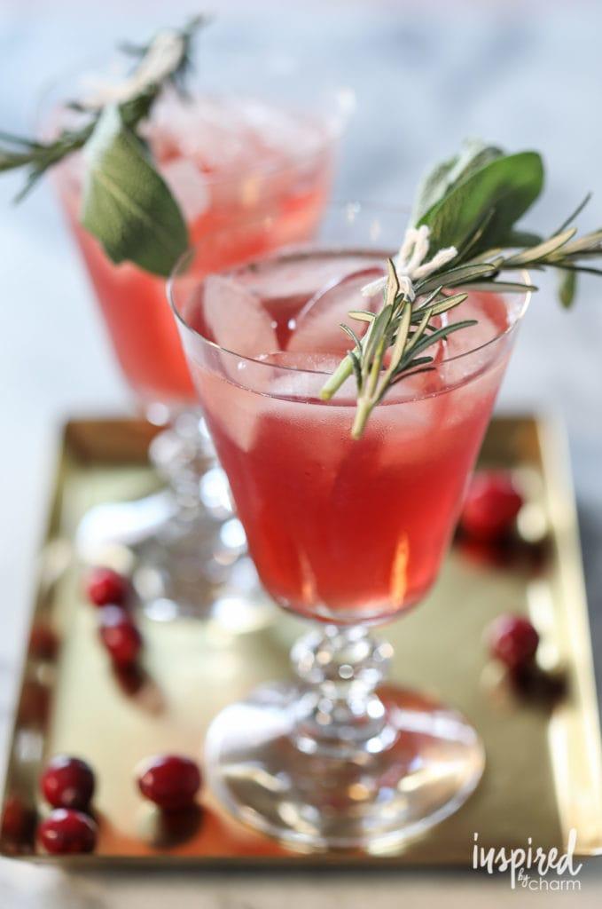 Cranberry Bourbon Cocktail #cranberry #bourbon #cocktail #recipe #christmas #thanksgiving