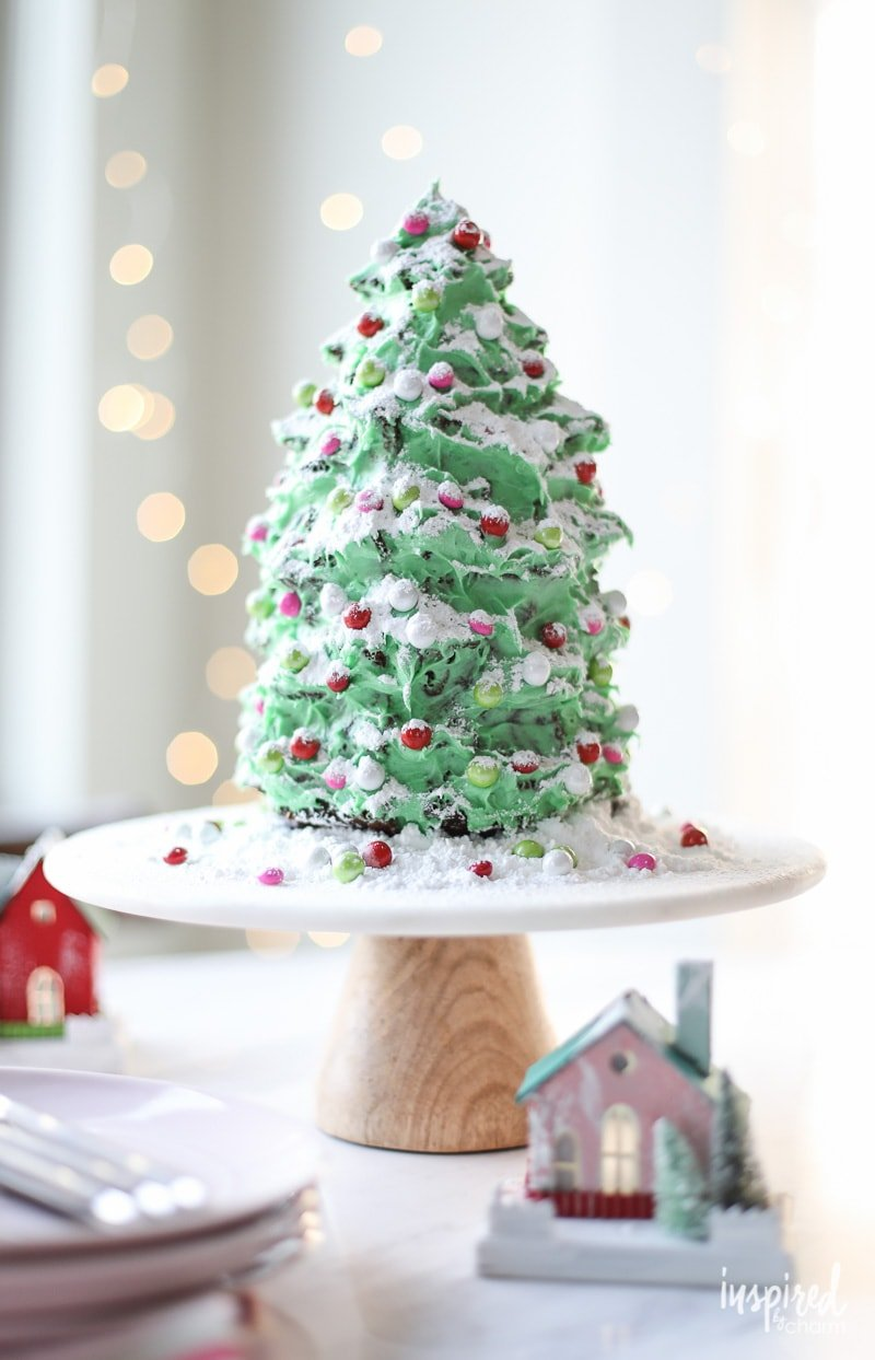Tree-shaped Gingerbread Cake for Christmas