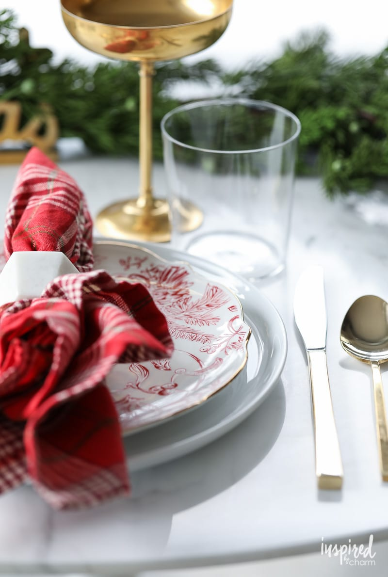 Vintage Traditional Christmas Table Setting Ideas