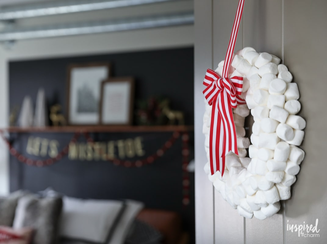 Marshmallow Wreath - Bedroom Christmas Decorating Ideas