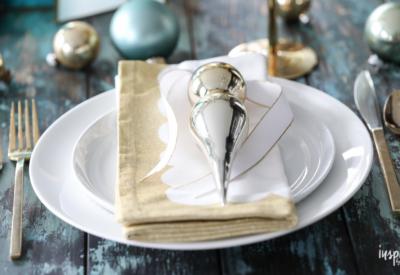 Modern Aqua and Gold Christmas Table Setting Ideas