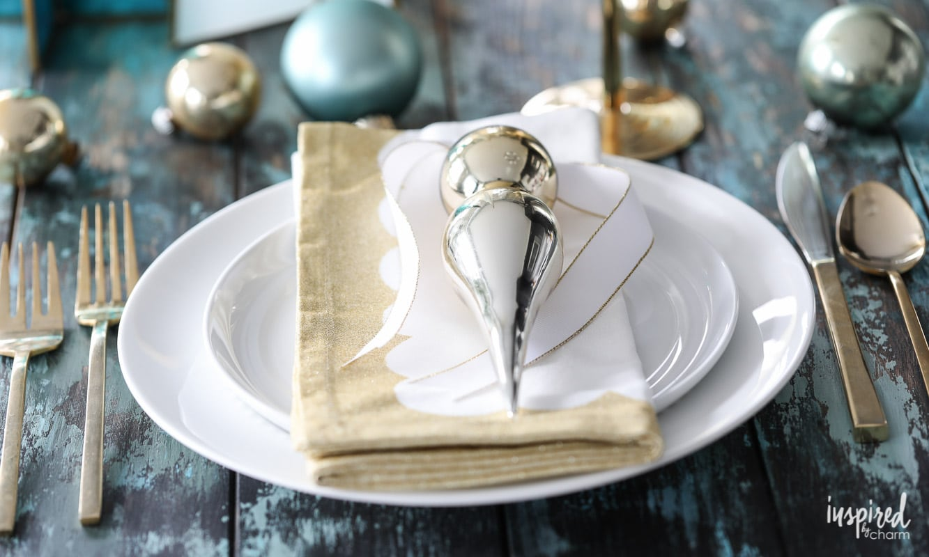 12 festive holiday styling tips christmas table setting ideas - Modern christmas table settings ideas ...