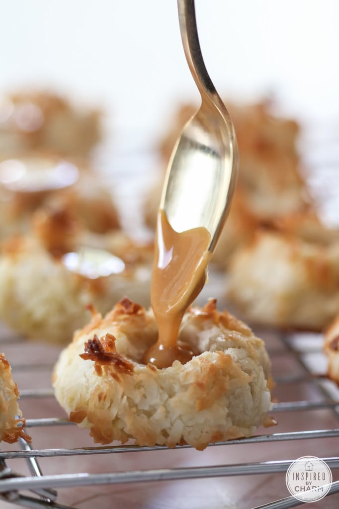 Salted Caramel Thumbprints - Christmas cookies, holiday baking recipes