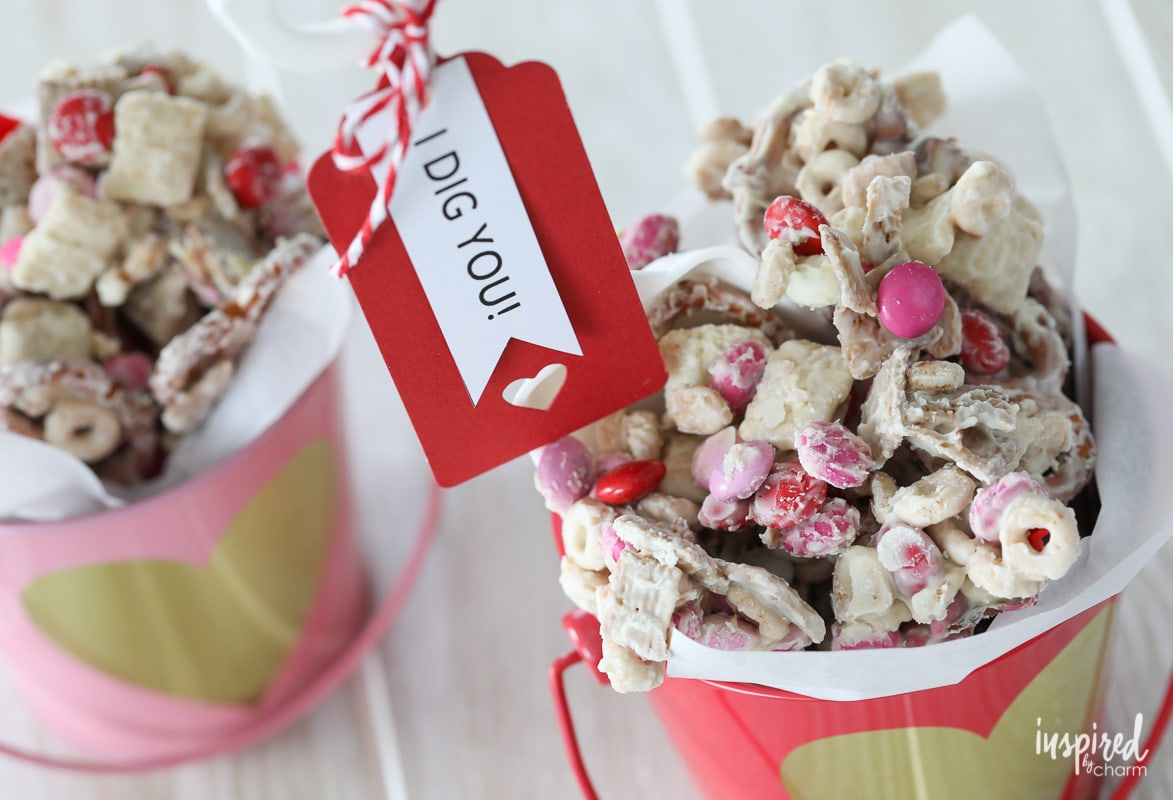 This Valentineu0027s Day White Chocolate Chex Mix Makes The Perfect Sweet Treat  To ...