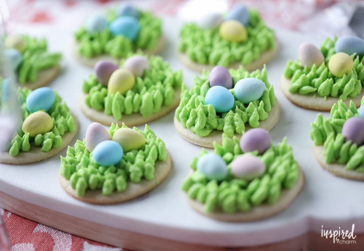 These Egg Hunt Easter Cookies are an adorable #easter #dessert #cookie #recipe!