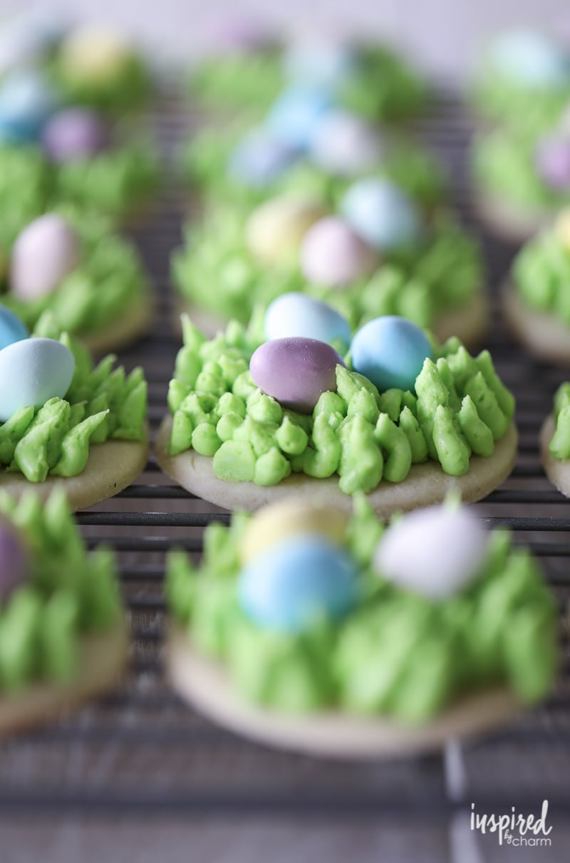 Need a cute #dessert #recipe for #Easter Try these Egg Hunt Easter Cookies!