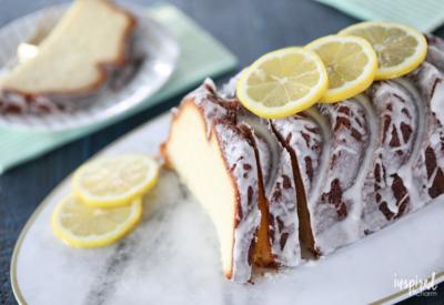This Lemon Yogurt Cake #recipe is one of my favorites for #breakfast or #dessert! #lemon #yogurt #cake