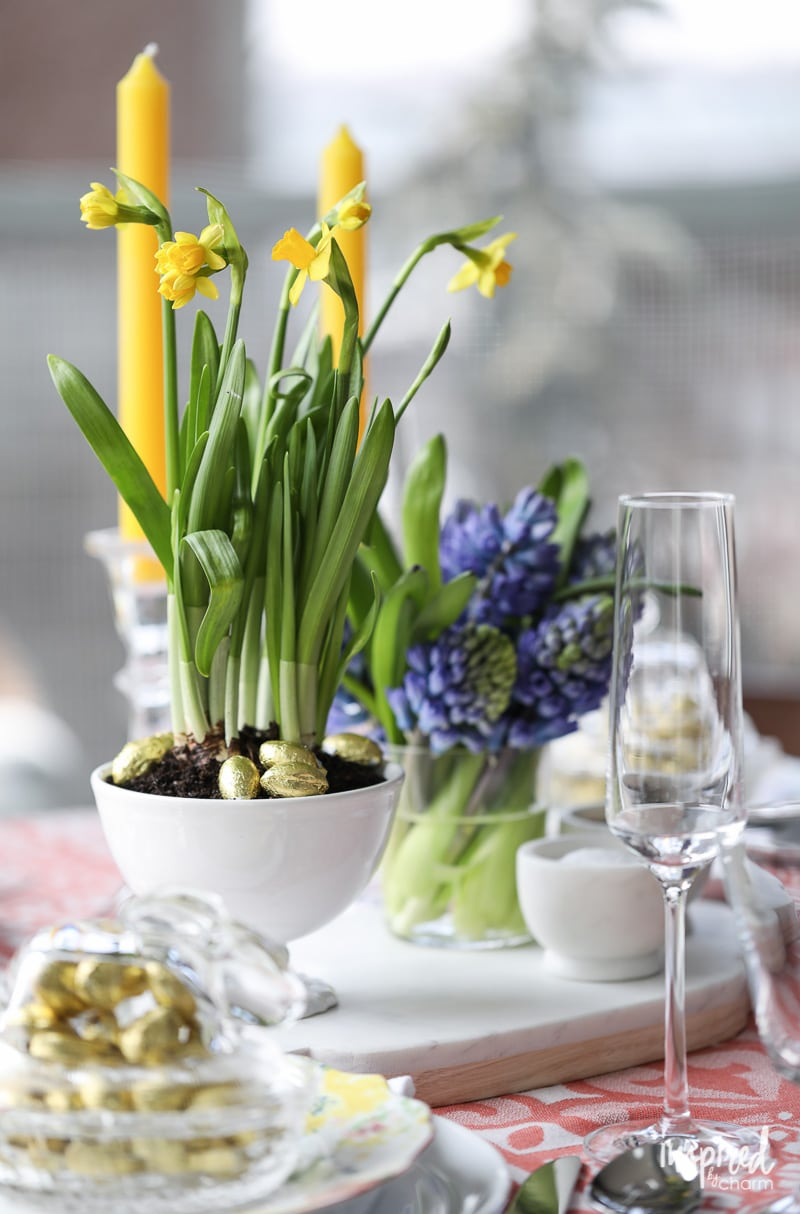 Decorating with #daffodil #bulbs for #spring. DIY Modern Flower Arrangements for Spring