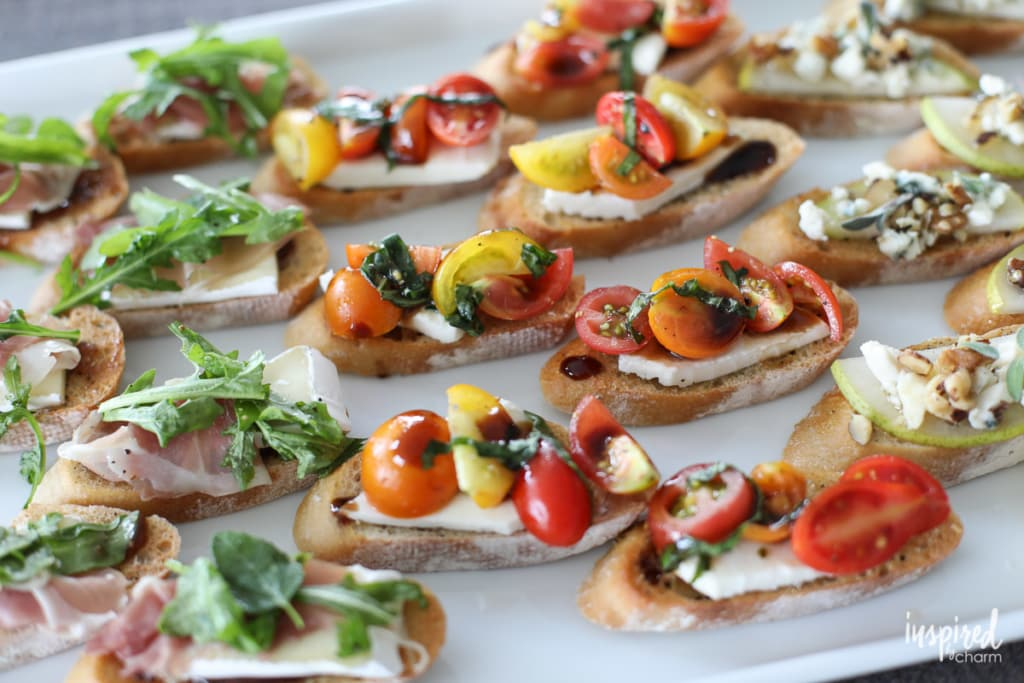 Learn how to make this Mozzarella Caprese Crostini. It's an easy-to-make appetizer that everyone will love! #caprese #crostini