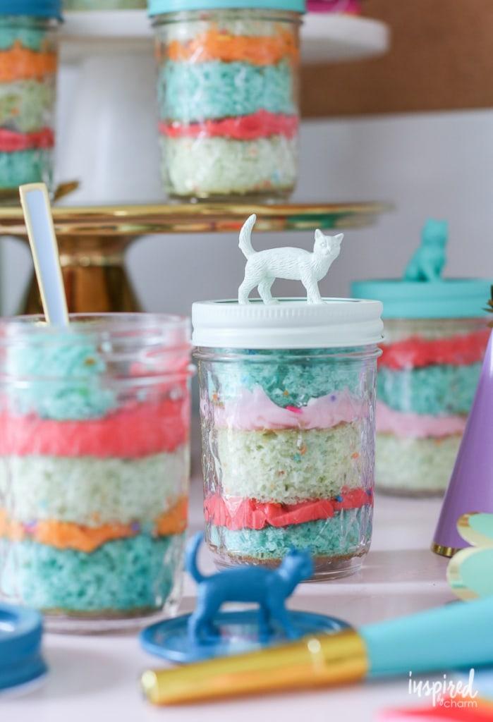 Learn how to make this colorful and creative Cake in a Jar! #recipe #cake #masonjar #cakeinajar #jar #cupcake #recipe