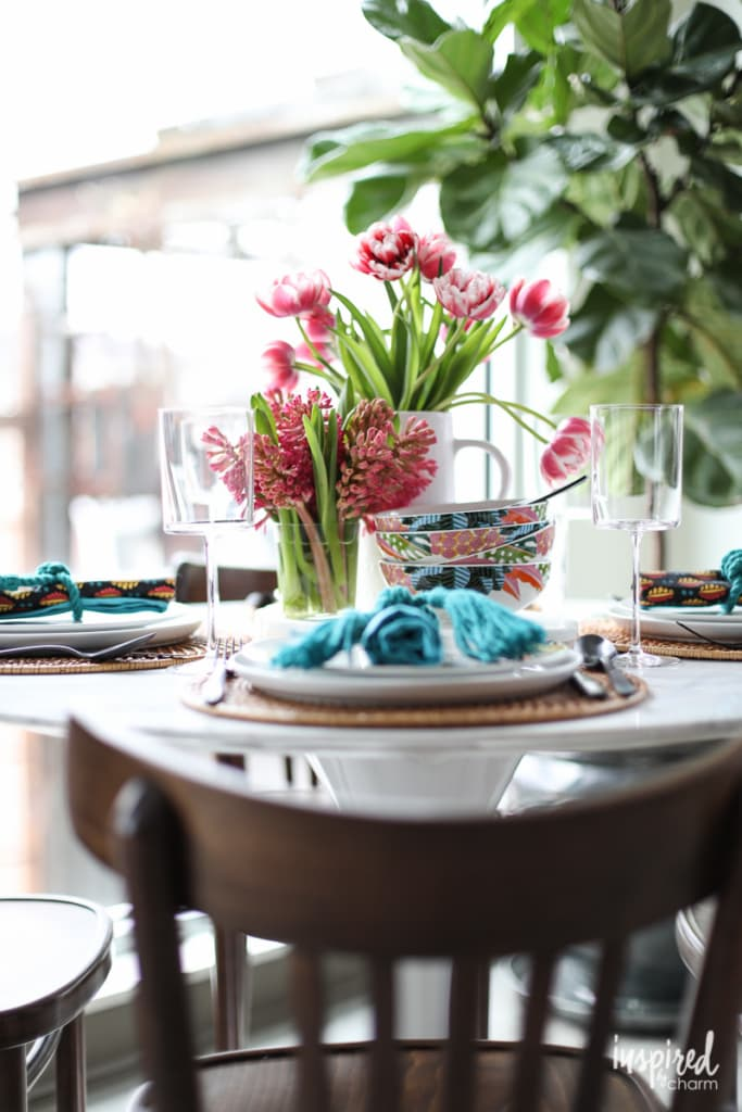 How to style a #unique and #colorful #table #setting for summer.