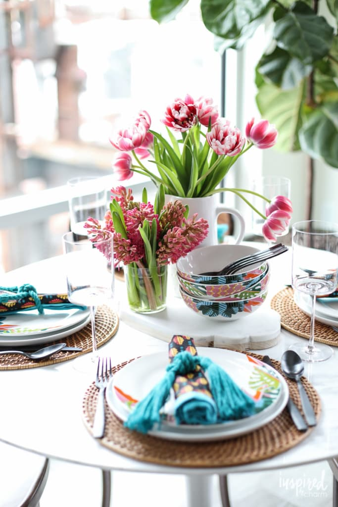 Tips and Ideas for styling a #colorful #summer tablescape! #table #setting #tablescape
