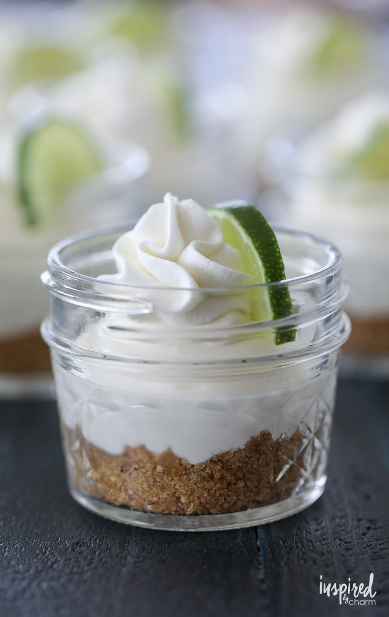 These Mini No-Bake Key Lime Pie in a Jar are a summer dessert perfect! #keylime #pie #dessert #recipe #masonjar