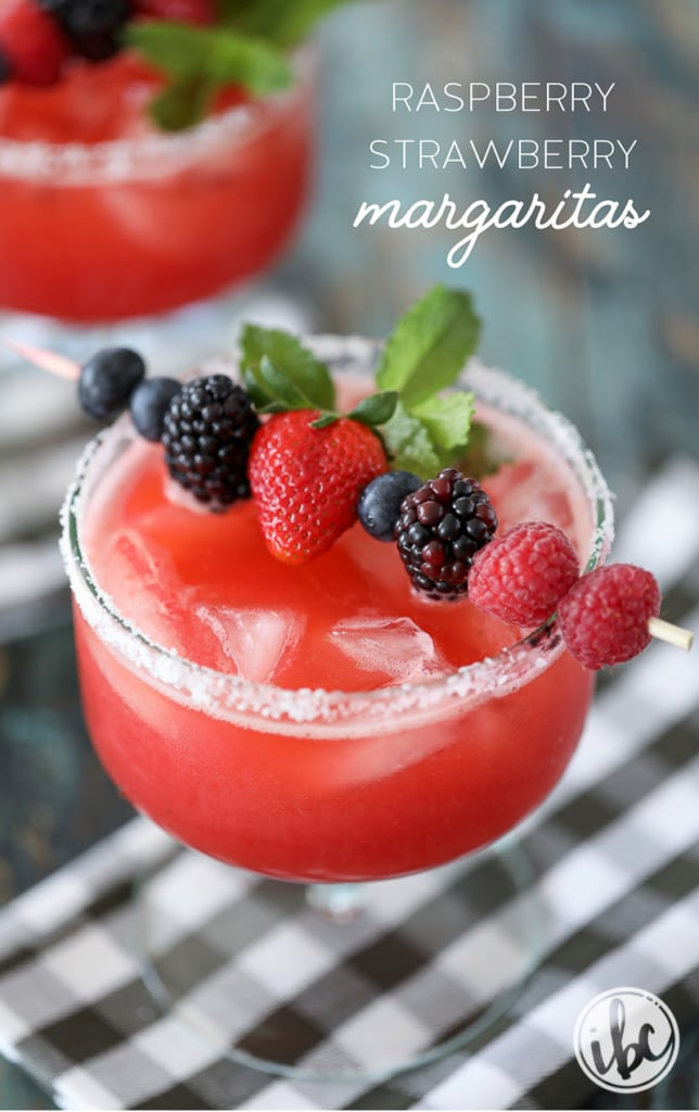 These Raspberry Strawberry Margaritas are a delicious summer cocktail recipes! #strawberry #margarita #cocktail #recipe