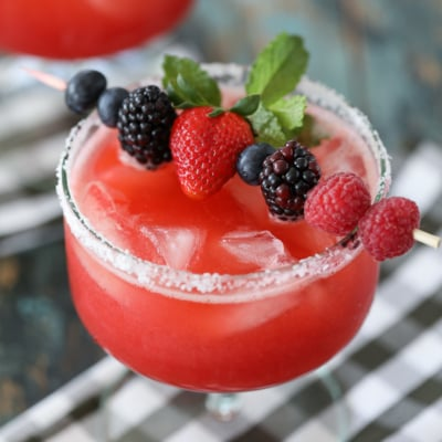 Need a delicious and easy summer cocktail? Try these Raspberry Strawberry Margaritas! #raspberry #strawberry #margaritas #cocktail