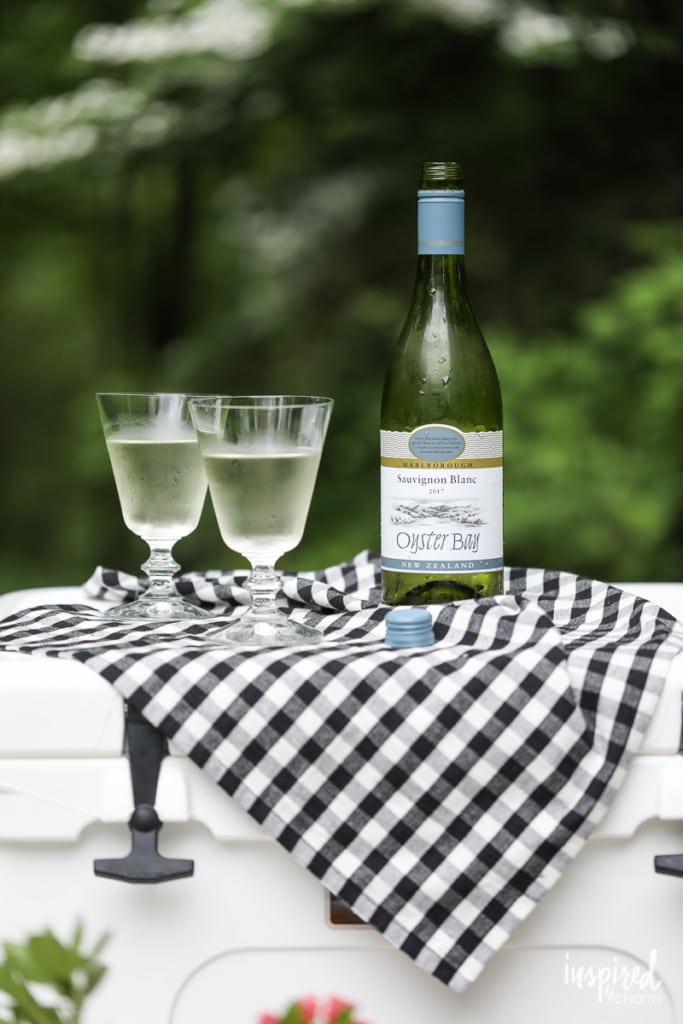 Picture Perfect Picnic Ideas - Entertaining Outdoors #picnic #styling #outdoor #snacks #wine