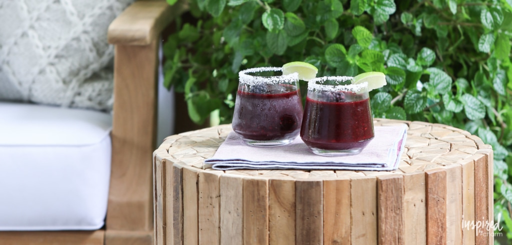 These Frozen Blackberry Margaritas are a delicious way to keep cool this summer. #recipe #cocktail #blackberry #margaritas