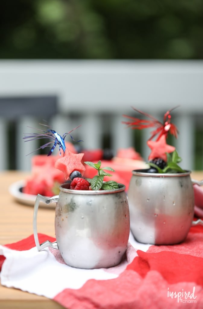 Star-Spangled Mule - Fourth of July / Independence Day Cocktail Recipe #MoscowMule #cocktail #america #berry #recipe