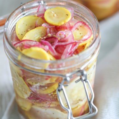 These Sweet Yellow Squash Pickles are a mouth-watering summer snack. #recipe #pickled #squash #yellowsquash #summer