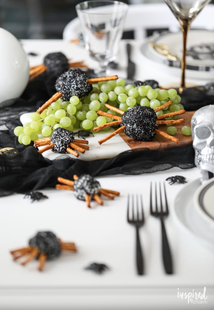 Spooky Spider Cheeseball for Halloween #appetizer #recipe #halloween #snack #cheeseball #spooky