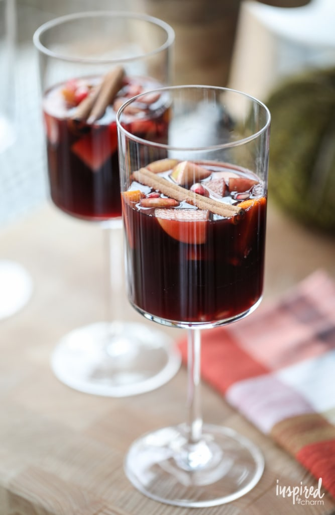 A delicious Autumn Harvest Fall Sangria cocktail recipe! #fall #sangria #autumn #cocktail #recipe #redwine #redsangria