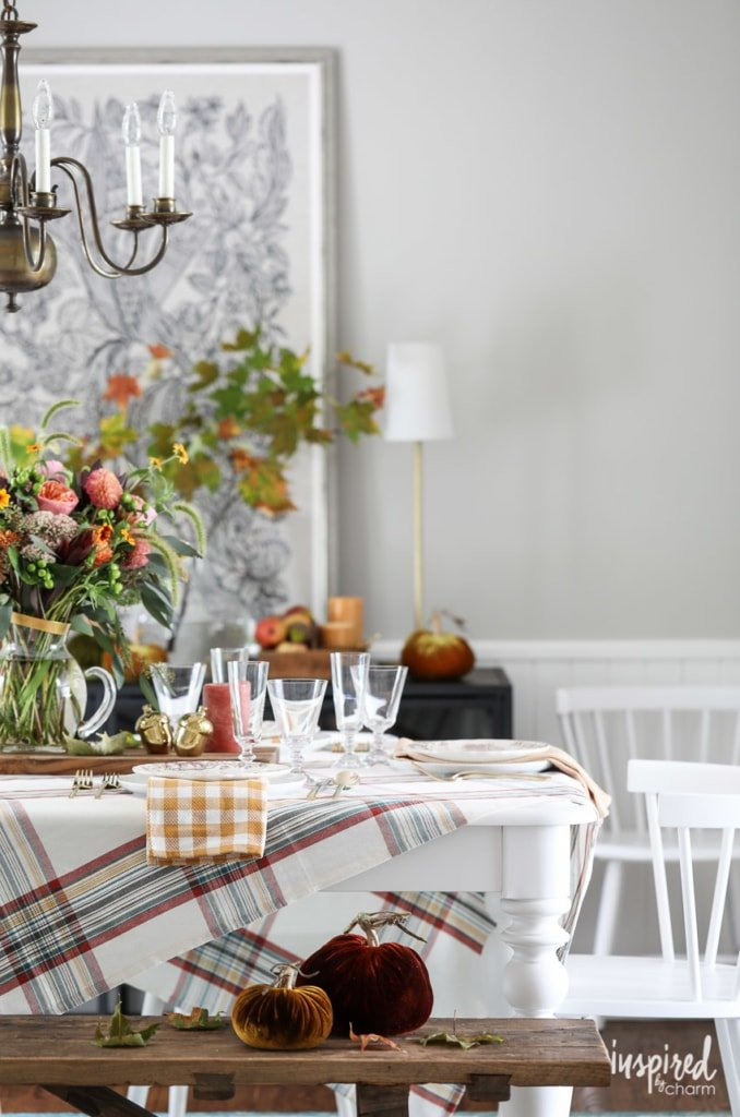 Colorful Fall Decorating Ideas for Your Dining Room #fall #decorating #decor #diningroom #falldecorating